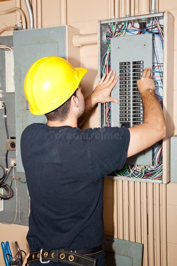 elektrisk industriell panelreparation arkivbilder