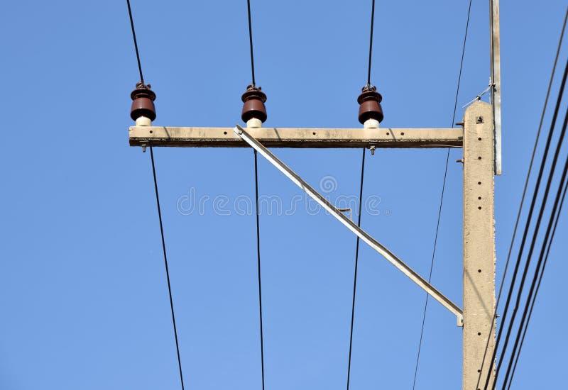 Elektrisk isolator på elektricitetsstolpen fotografering för bildbyråer