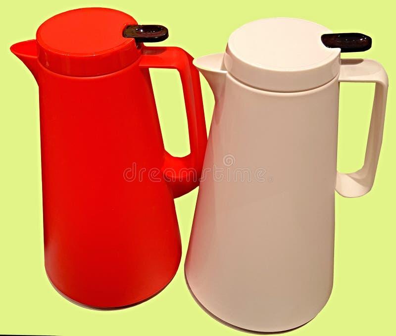 Elektrisk kokkärl som göras av mångfärgad skinande värmebeständig plast- av den moderna designen och form royaltyfri foto