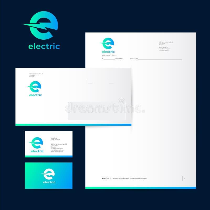 Elektrisk logo Märka E med blixt på kuvert för brevhuvud för en mörkerbakgrund och affärskort royaltyfri illustrationer