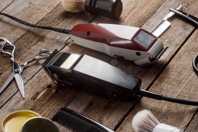 Elektrisk nagelsax och borstar royaltyfria bilder