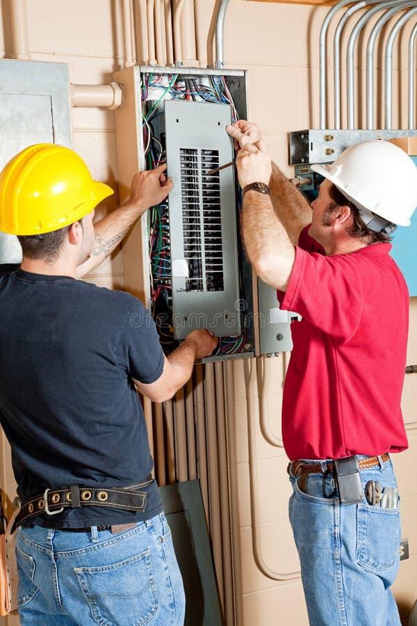 elektrisk panelreparation för säkerhetsbrytare royaltyfria foton