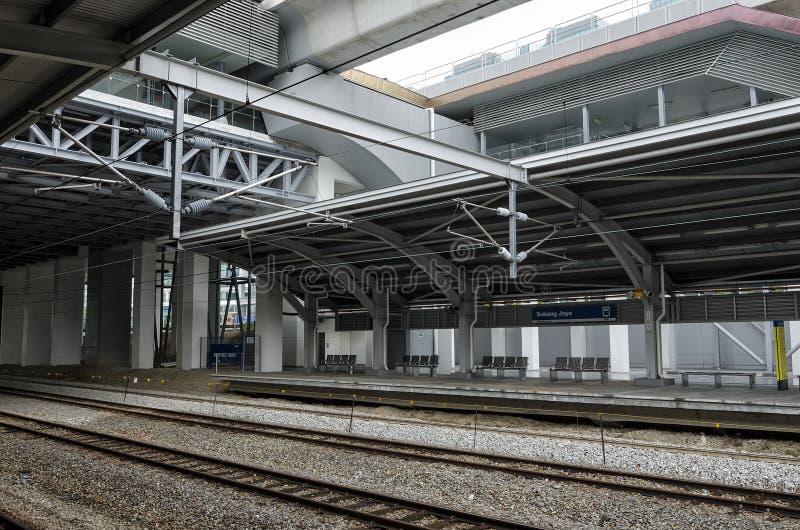 Elektrisk pendeltågstation för KTM på Subang Jaya, Kuala Lumpur, Malaysia royaltyfria foton