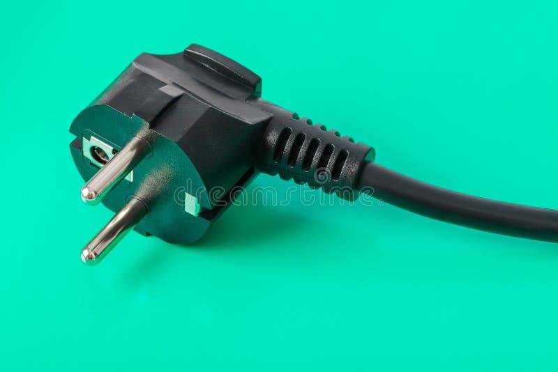 Elektrisk propp - grön bakgrund royaltyfri fotografi