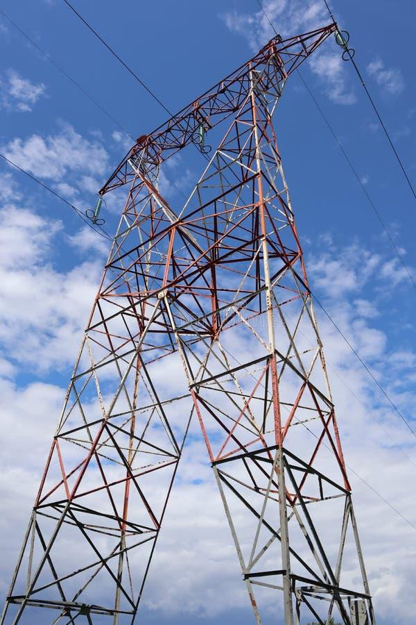 Elektrisk pylon från söder av Frankrike royaltyfria foton