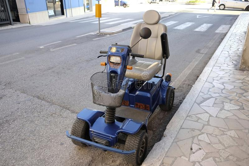 elektrisk rullstol royaltyfria foton
