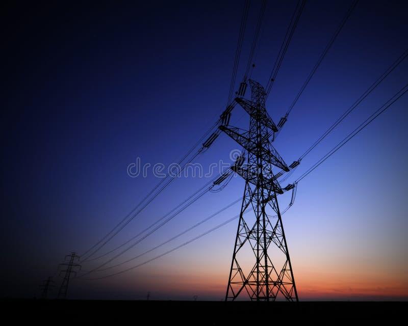elektrisk spänning för högt torn royaltyfri bild