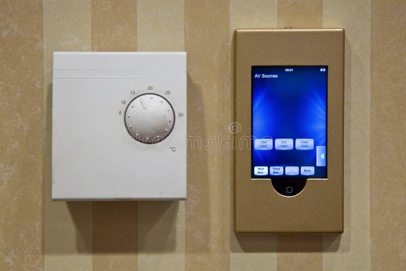 elektrisk termostat fotografering för bildbyråer