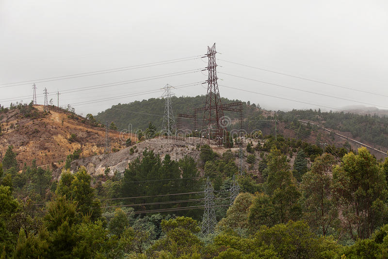 Download Elektrisk tornöverföring arkivfoto. Bild av regn, elektriskt - 78731376
