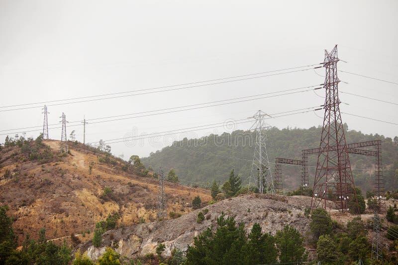 Download Elektrisk tornöverföring fotografering för bildbyråer. Bild av regn - 78731587