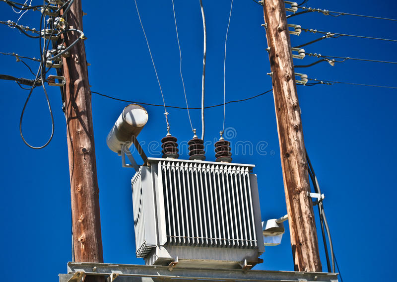 elektrisk transformator royaltyfri bild