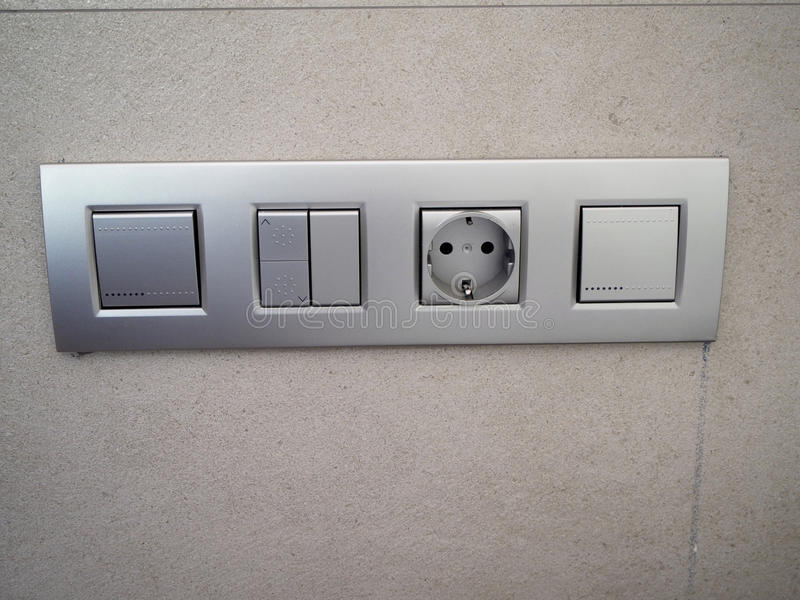 Download Elektrisk utrustning arkivfoto. Bild av spara, aktuellt - 78730312