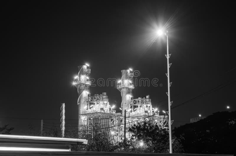 Elektrisk växt på natten royaltyfri bild