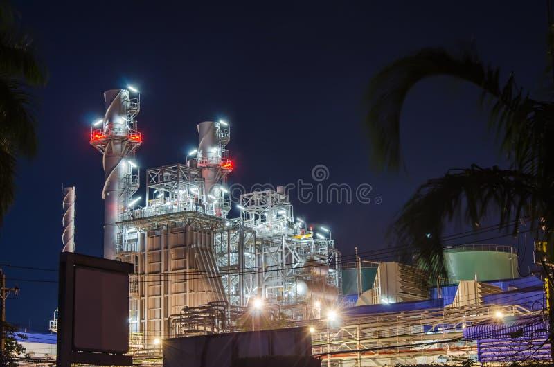 Elektrisk växt på natten royaltyfri foto