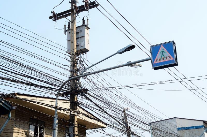 Elektriska överföringslinjer arkivbilder