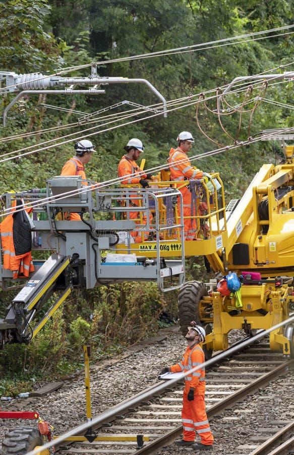 Elektriska arbetare för järnväg arkivbilder