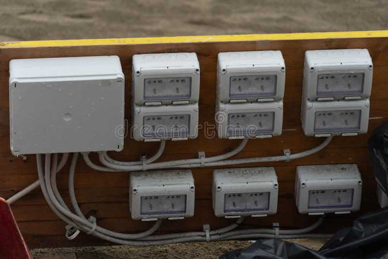 Elektriska f?reningspunktask och proppar arkivfoto