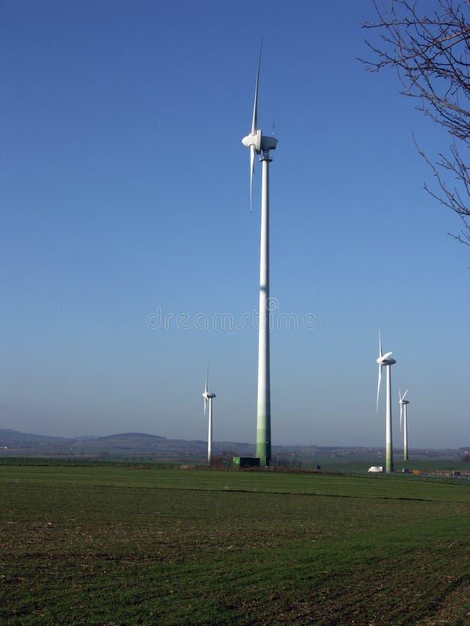 elektriska generatorer driven wind royaltyfri foto
