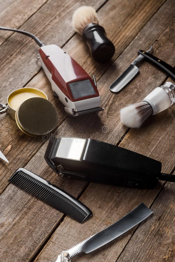 Elektriska hårbeskärare och borstar arkivfoton