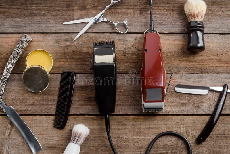 Elektriska hårbeskärare och vax arkivfoton