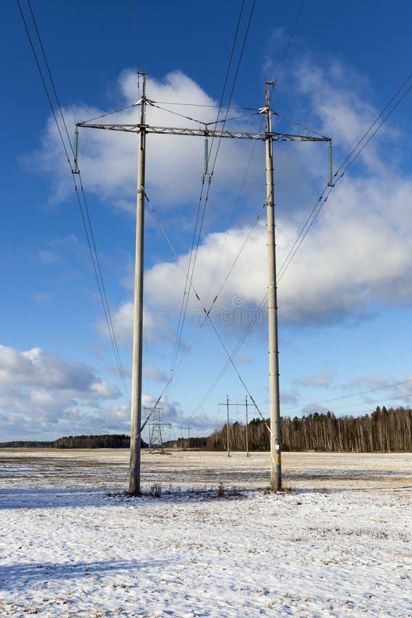 Elektriska poler, vinter royaltyfria bilder