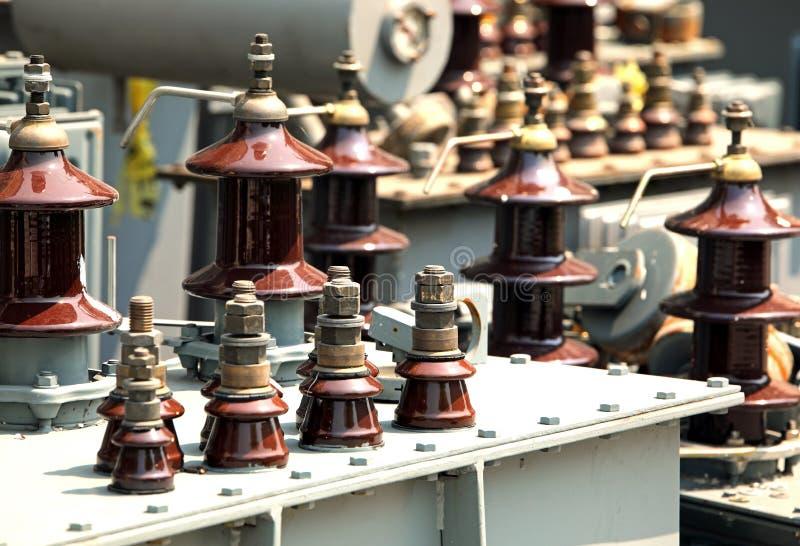elektriska transformatorer för förfogande i företagsspecializen arkivbilder