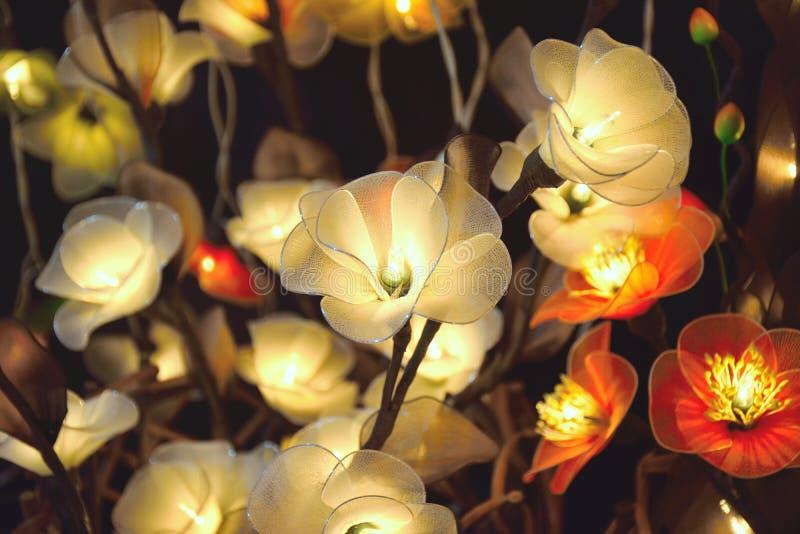 elektriska vita blommor arkivbild
