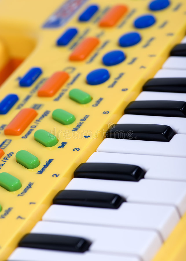 elektriskt piano s för barn arkivfoton