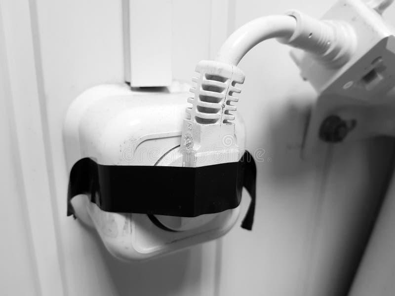 Elektriskt plugga in elektriskt uttag arkivfoto