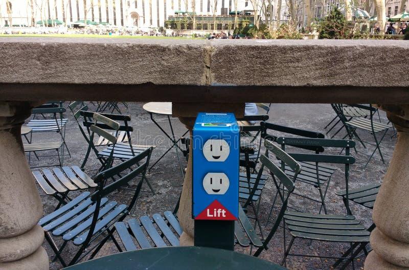 Elektriskt uttag, proppar, Bryant Park, NYC, NY, USA arkivfoto
