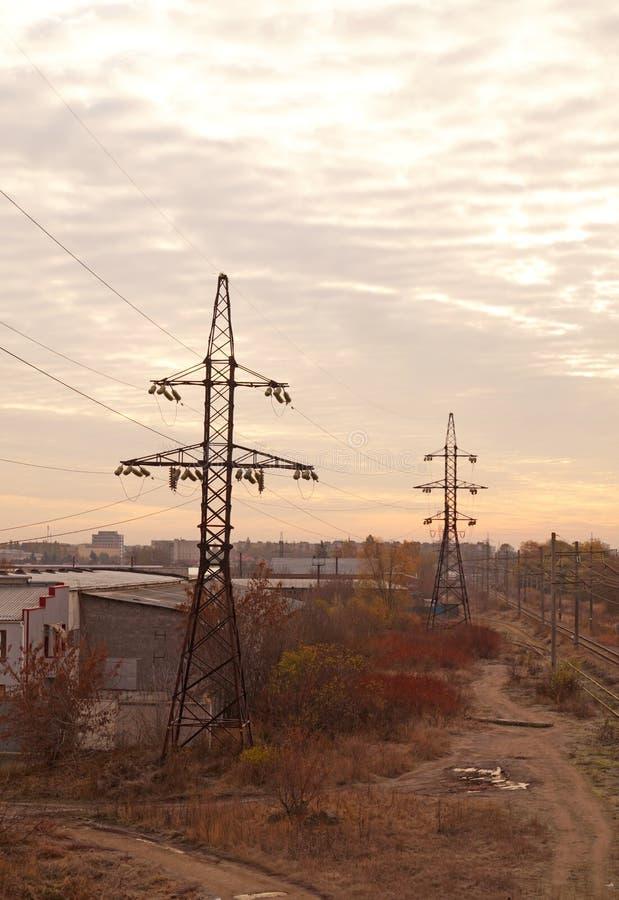 Elektrizitätsübertragungstürme lizenzfreies stockbild