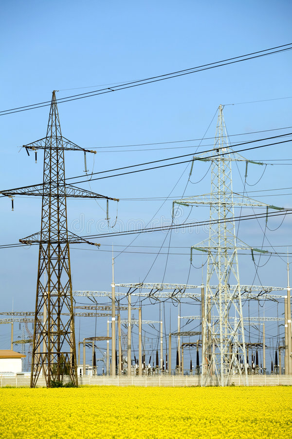 Download Elektrizitätspole stockbild. Bild von metall, elektrik - 9077185