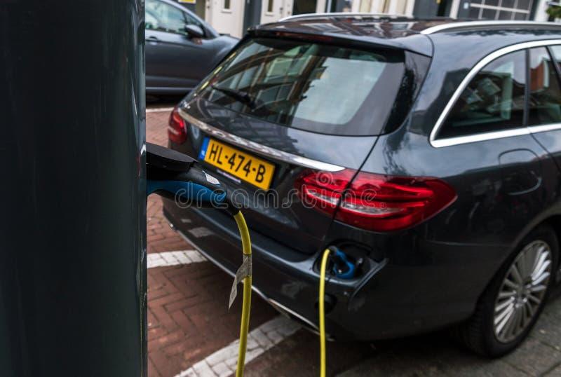 Elektro-Mobil-Service-Ausrüstung auf den Straßen von den Niederlanden stockfotografie