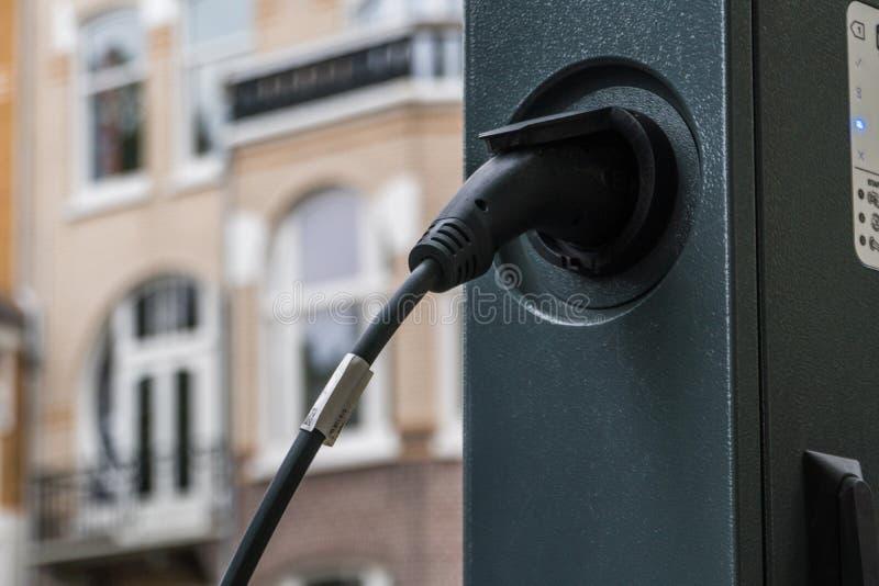 Elektro-Mobil-Service-Ausrüstung auf der Straße stockfotos
