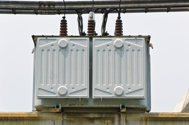 Elektro transformatorpost stock afbeelding