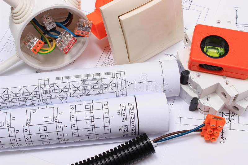 Elektrocomponenten, toebehoren voor techniekbanen en diagrammen royalty-vrije stock afbeeldingen