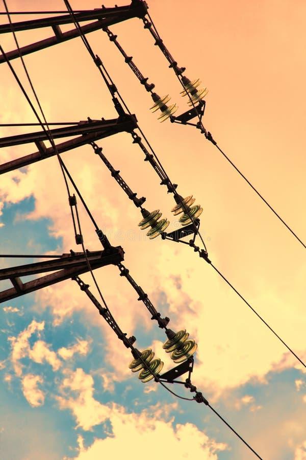 Elektromachtsisolatie tegen van zonsonderganghemel royalty-vrije stock foto