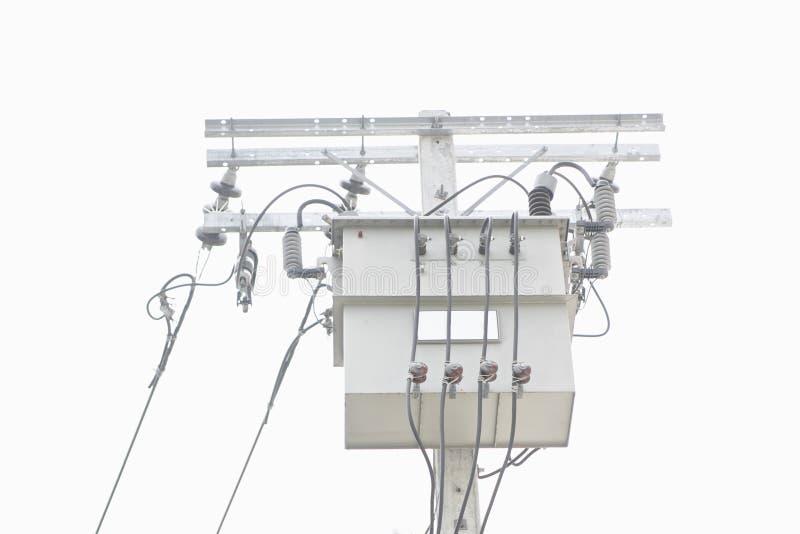 Elektromachtstransformator op geïsoleerde pool stock foto