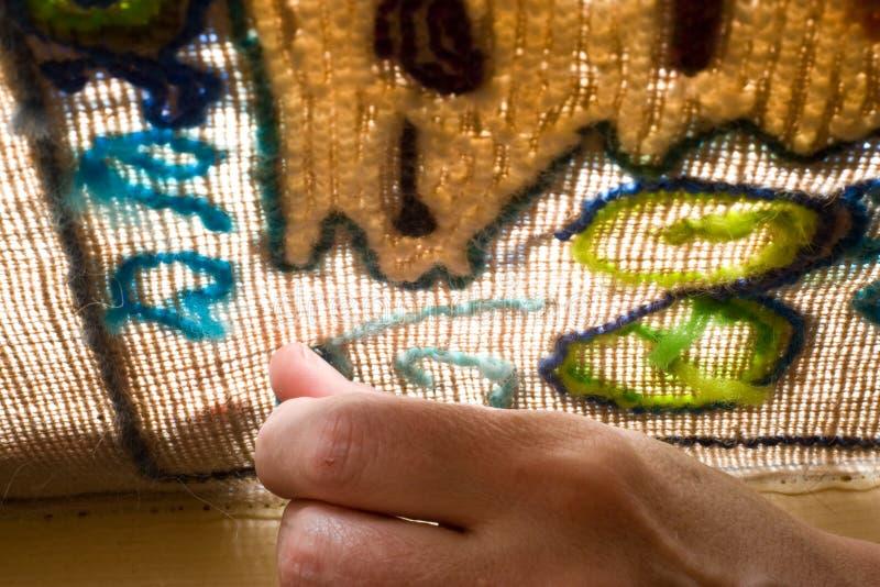 elektromagnes podłączony na dywan, obrazy royalty free