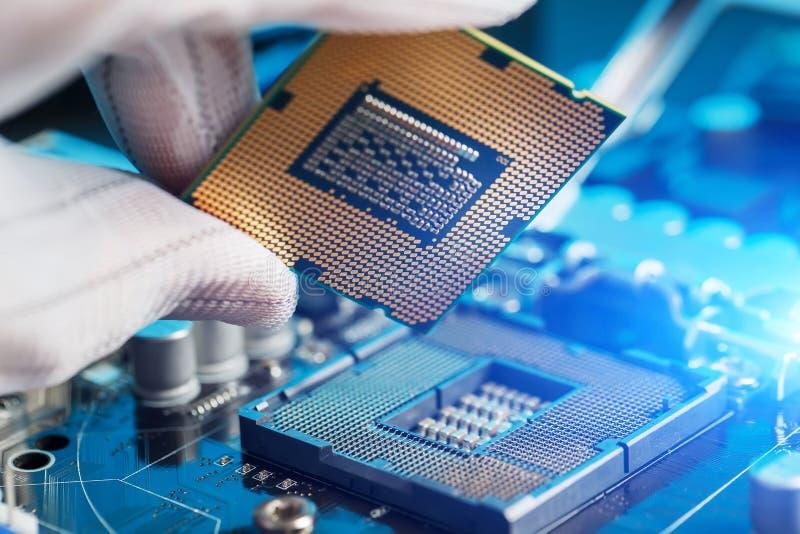 Elektroniczny inżynier informatyka Utrzymanie jednostki centralnej narzędzia komputerowy ulepszenie płyta główna składnik Kompute fotografia stock