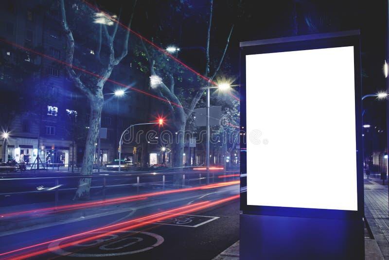 Elektroniczny pusty billboard z kopii przestrzenią dla twój wiadomości tekstowej zawartości lub, informaci publicznej deska z sam obraz stock