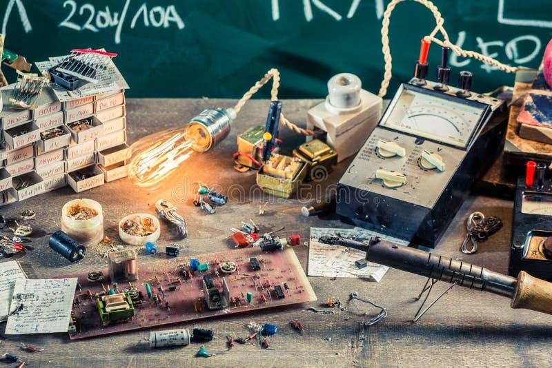 Elektronika warsztatowe w physics lab zdjęcia stock