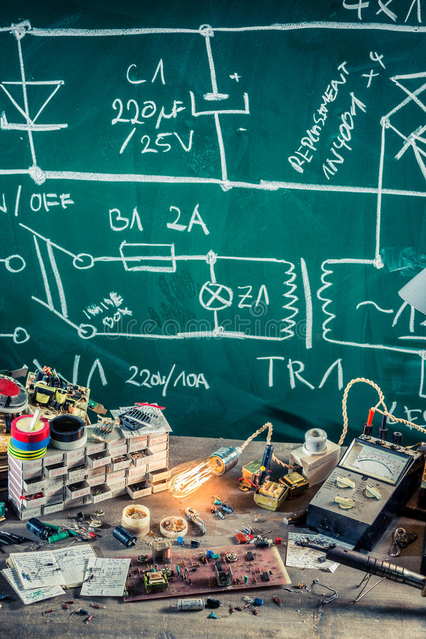Elektronika warsztatowe w szkolnym lab obraz royalty free