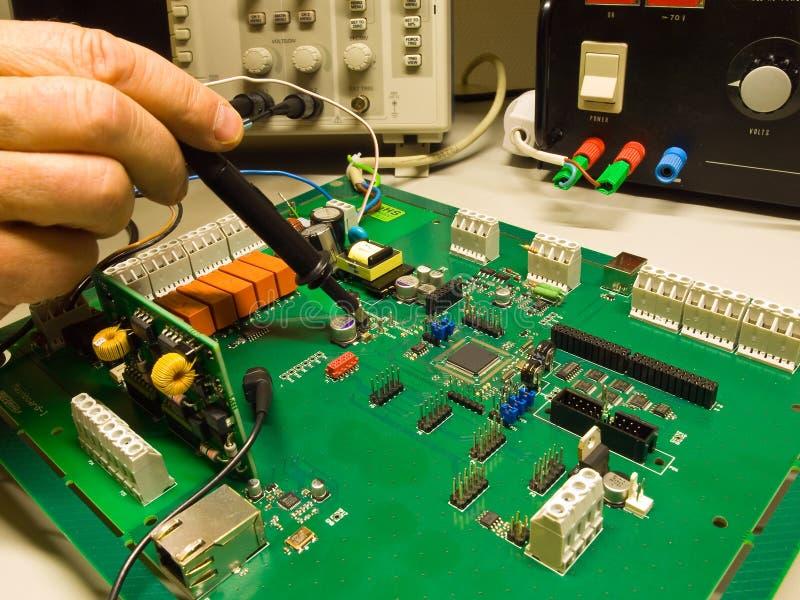 elektronikprovning royaltyfri bild