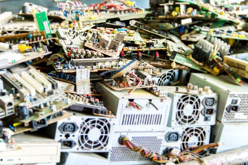 Elektronisch afval klaar voor recycling stock afbeelding
