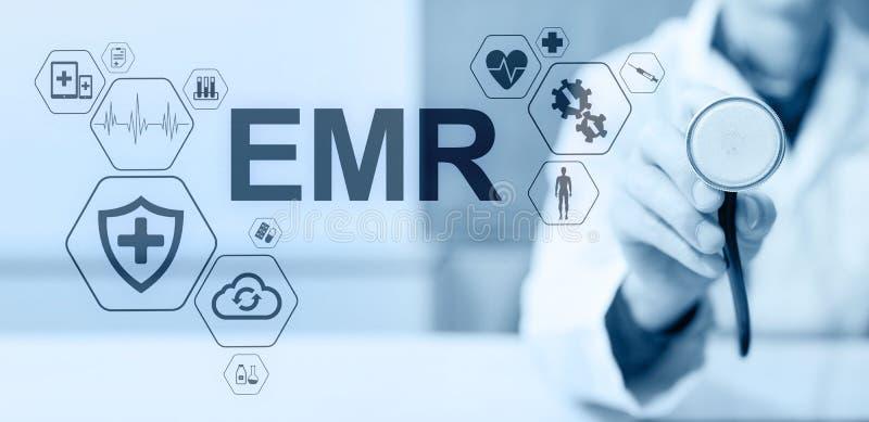 Elektronisch Gezondheidsverslag HAAR, EMR Geneeskunde en gezondheidszorgconcept Medische arts die met moderne PC werken royalty-vrije illustratie