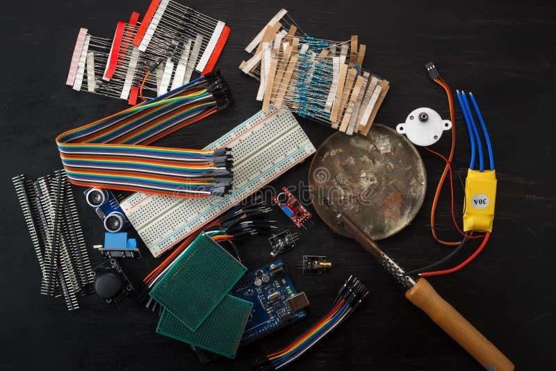 Elektronische componenten en sensoren voor arduino royalty-vrije stock foto
