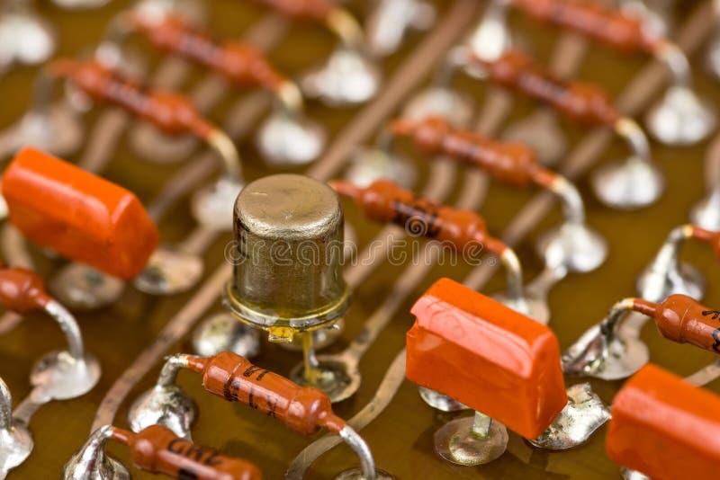 Elektronische componenten op kringsraad stock fotografie