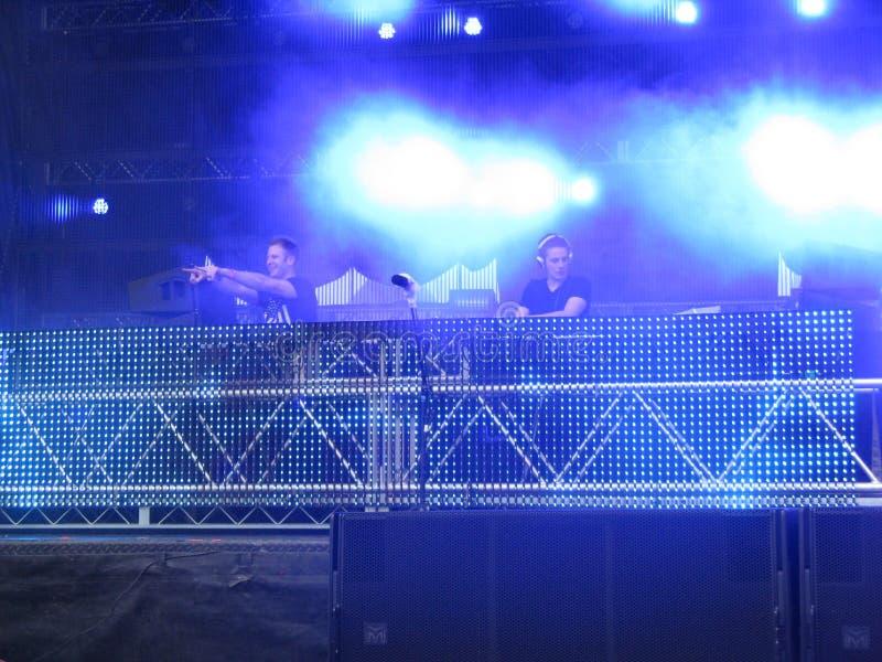Elektronische Dansmuziek DJs stock foto's