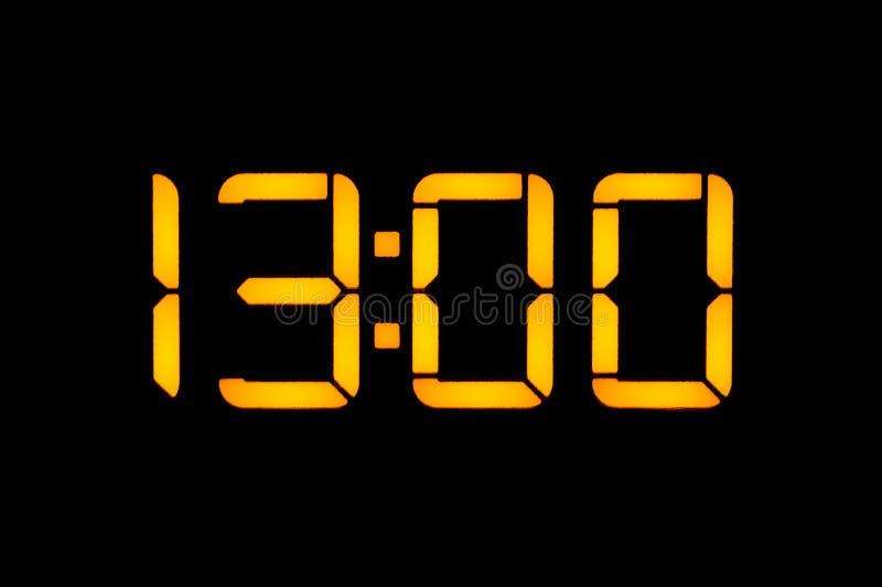 Elektronische Digitaluhr mit gelben Zahlen auf einem schwarzen Hintergrund zeigt das null nulluhr der Zeit dreizehn des Tages Iso stockfotos